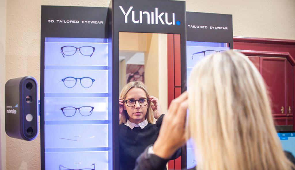 A személyre szabott szemüvegek megjelenése a vásárlóknak nagyobb  választékot 94f203d1f2